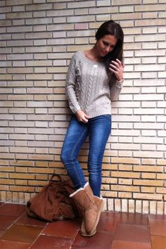 44 Ugg Boots Outfit, Booties Outfit, Casual Outfits, Cute Outfits, Fashion Outfits, Fall Winter Outfits, Winter Fashion, Shorts Jeans Preto, Uggs With Bows