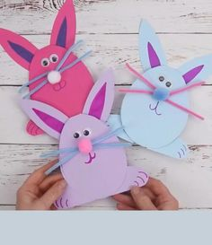 Easter bunnies: activity idea for Easter / Parents children Easter Crafts For Kids, Diy For Kids, Children Crafts, Craft Activities, Preschool Crafts, Easy Paper Crafts, Wood Crafts, Origami Easy, Diy Gifts