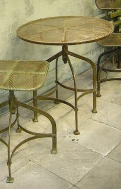 Table d'appoint en métal réglable en hauteur Chehoma