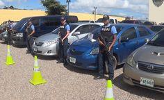 """La DPI localiza nuevo autolote de """"mareros"""" Ocho vehículos que habían sido robados por una banda de pandilleros, para cometer una serie de delitos, fueron localizados y recuperados en un parqueo colindante con el anillo periférico de Tegucigalpa. La ubicación del escondrijo fue posible después que el viernes anterior agentes de la Dirección Policial de Investigaciones (DPI), dieran captura a dos integrantes de la mara 18, en el complejo habitacional Hábitat, ubicado en la salida al norte de…"""