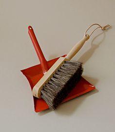 Childs dustpan & brush