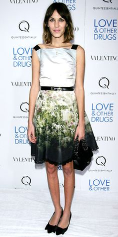 Alexa Chung wore a printed Valentino dress with bowed pointy-toe flats Alexa Chung Hair, Lace Skirt, Sequin Skirt, Valentino Dress, Beauty Full, Personal Stylist, Fashion Models, Ballet Skirt, Stylists