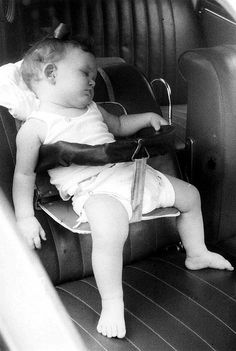 This cloth diaper is closed with metal snaps on the sides.  The retro car seat is a bonus.  (Baby is alive, whew)  Taken 1961 in Tokyo via Flickr.