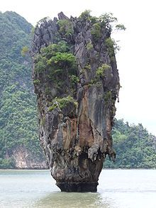 """James Bond series """"The Man with the Golden Gun"""" in the movie J … – Phuket island travel - Best Travel Photos James Bond Island Thailand, Ao Phang Nga National Park, Bangkok, Costa, Formations Rocheuses, Limestone Rock, Natural Structures, Weird Pictures, Ireland Travel"""