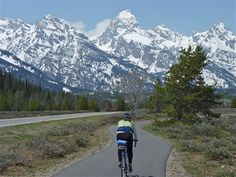 Pic of the Day... thanks to Friends of Pathways (http://bit.ly/IemH9h) in Jackson Hole, Wy., for this great pic of the Grand Teton National Parks Pathway. A 20+mile pathway will soon connect Jackson to Jenny Lake, with fantastic views of the Teton Range, the National Elk Refuge, and Grand Teton National Park. Share pics from your favorite trails at http://www.traillink.com/
