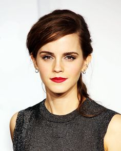 Emma Watson is ending the year with some new hair! The British actress unveiled a short bob haircut while at an event for 'The True Cost' movie. New Short Haircuts, Short Bob Hairstyles, Short Hair Cuts, Short Hair Styles, Oval Face Hairstyles, 2015 Hairstyles, Cool Hairstyles, Kardashian, Jessica Biel