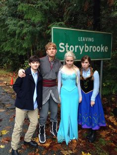"""Leaving Storybrooke was very sad. Thank you for having us!!"" #ouat #frozen"