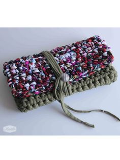 Cotton handbag crochet clutch handmade with eco friendly knitted Tshirt yarn / Trapillo. Crochet Clutch, Crochet Handbags, Crochet Purses, Crochet T Shirts, Crochet Yarn, Handmade Handbags, Handmade Bags, Modern Crochet, Fabric Yarn