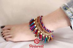 Pin by Rin on 美 in 2019 - 人体デッサン - Thread Jewellery, Textile Jewelry, Fabric Jewelry, Ankle Jewelry, Ankle Bracelets, Anklet Designs, Bracelet Designs, Diy Schmuck, Schmuck Design