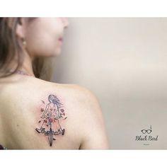 Demais essa tattoo feita por @luiza.blackbird ❤️Liberdade!!! Luiza Oliveira  tattoo artist and illustrator •luiza.blackbird@gmail.com •belo horizonte, BRASIL  agenda aberta www.facebook.com/blackbirdatelier