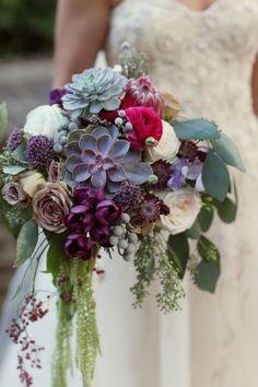 Los ramos de novia con suculentas más actuales son desestructurados #innovias https://innovias.wordpress.com/2016/05/16/ramos-de-novia-con-suculentas-by-innovias/