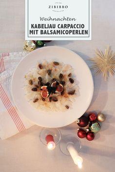 Das Kabeljau Carpaccio verfeinert mit geriebener Bottarga und süß-sauren Balsamico-Perlen ergibt ein besonders edles Antipasto - perfekt für ein festliches Feiertagsmenü. Antipasto, Cod Fish, Italian Cuisine, Holiday, Beads, Christmas, Recipies, Appetizer