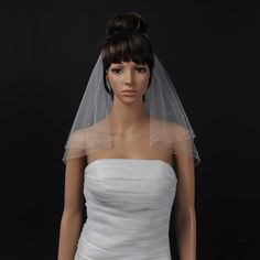 Two Tiers Ivory Voile Elbow Length Wedding Veil with Sequins Note:No comb attached with this veil.Fabric:VoileColor:IvoryShown Color:IvoryEmbellishment:Beading/Sequin/Rhinestones/CrystalLength Style:Blusher Length/Elbow LengthEdge…