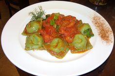 Ravioli freschi de ricotta e spinachi ai pomodoro basilico