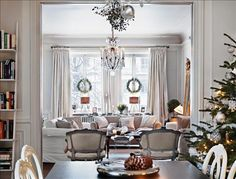 greige: interior design ideas and inspiration for the transitional home : Greige Christmas what a happy room! Elegant Christmas Decor, Magical Christmas, Christmas Home, White Christmas, Christmas Decorations, Christmas Ideas, Merry Christmas, Classy Christmas, Christmas Windows
