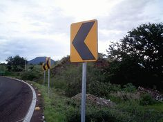 Traffic sign in Zamora, Michoacán.     ICP Micro is a revolutionary web-based software that will promote any home business, affiliate program, network marketing company etc...http://icpmicro.com/id/binaryman