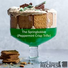 In honour of the Springboks, Rugby World Cup 2019 champions, The Springbokkie was created. A new kind of Peppermint Crisp pudding – an extra green-and-gold version, with a base of bright green jelly. Caramel Treats, Salted Caramel Fudge, Salted Caramels, South African Dishes, South African Recipes, Chocolate Chunk Brownies, Chocolate Tarts, Peppermint Crisp Tart, Apple Pecan Pie
