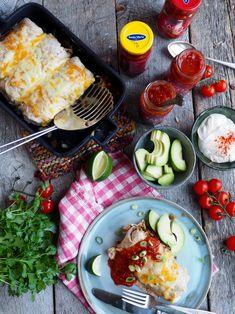 Burritos! Crunch Wrap, Samosas, Tex Mex, Burritos, Hot Sauce, Cobb Salad, Wraps, Yummy Food, Pasta