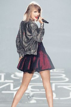 The 1989 World Tour skirt/jacket changes.