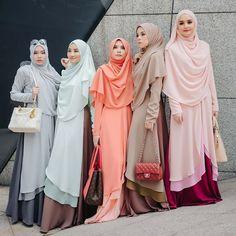 Dah pilih ke tuu nak yang mana satu? Raudha Kurung only RM 199 untill 31hb ni Niqab Fashion, Moslem Fashion, Fashion Wear, Fashion Dresses, Hijab Dress, Hijab Outfit, Hijab Niqab, Gaya Hijab, Muslim Dress