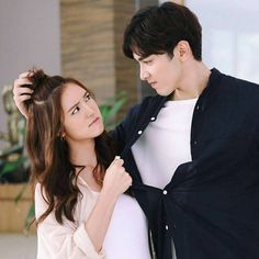 Patsakorn is the only heir of a millionaire/billionaire who hides his cruel coldness under his good looks. Cute Love Couple, Anime Love Couple, Best Couple, Goblin Korean Drama, Korean Drama Tv, Korean Best Friends, Chines Drama, Kdrama, Couple Photoshoot Poses