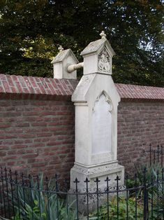 #12. This is how a Protestant and Catholic couple were buried since neither could be buried in the other Church's graveyard.