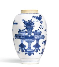 A blue and white 'Hundred Antiques' jar, Qing dynasty, Kangxi period