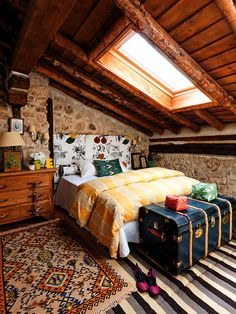 Rustic cottage home interior - Bedroom Decoration Attic Bedrooms, Bedroom Loft, Dream Bedroom, Home Bedroom, Bedroom Decor, Attic Loft, Bedroom Rustic, Rustic Room, Eclectic Bedrooms
