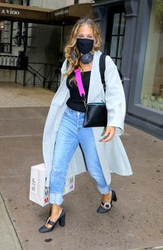 Sarah Jessica Parker Hair, Jeans With Heels, Winter Fits, New Wardrobe, Jean Outfits, Fashion Pictures, Beautiful Outfits, Shoe Trend, Street Style