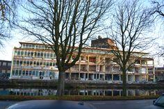 Zonnige sloopdag in #Leiden vandaag. Let op: vluchttrap is weg (links) #vanderklaauw
