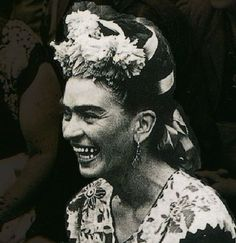 * Frida Kahlo vers 1952 - photographe inconnu...sadly, never painted herself with such an expression. #arthistory #artists #illumaglass