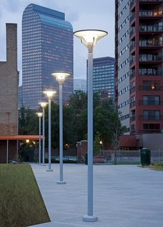 Farola urbana / moderna / de aluminio / de policarbonato - KIPP by Alfred Homann - Louis Poulsen Landscaping With Rocks, Outdoor Landscaping, Landscape Lighting, Outdoor Lighting, Street Light Design, Led Street Lights, Street Furniture, Furniture Stores, Street Lamp