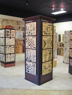 91 best showroom images in 2012 Shelf Design, Display Design, Store Design, Display Ideas, Regal Design, Modern Design, Showroom Interior Design, Fashion Showroom, Shop Front Design