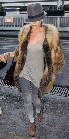 Victoria Beckham - Isabel Marant coat paired with a grey palette. Love the trilby! Glamour Fashion, Fur Fashion, Fashion Outfits, Womens Fashion, Fashion Trends, Fashion Inspiration, Looks Style, My Style, Victoria Beckham Style