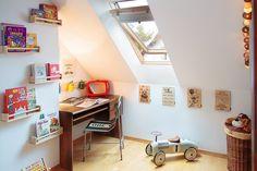Blogerka ladyofthehouse.pl  poleca biurko i krzesło dla dzieci #home #kidroom #pokojdziecka #blog