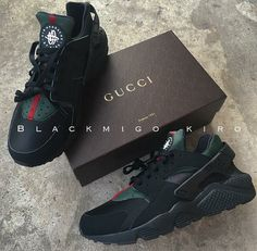 Nike Gucci Drops the Air Huarache Ultra Sports shoes Black&green Dr Shoes, Cute Shoes, Me Too Shoes, Black Shoes, Kicks Shoes, Nike Air Huarache, Sports Shoes, Huaraches, Stilettos