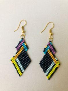 Brick Stitch Earrings, Seed Bead Earrings, Beaded Earrings, Bead Jewellery, Beaded Jewelry, Triangle Earrings, Beading Patterns, Creations, Beads