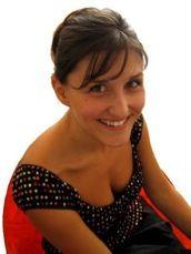 Cécile Hudrisier est née en 1976 à Villeneuve-sur-Lot (47) et vit à Toulouse. C'est au cours de son année de maîtrise d'arts plastiques à l'université de Toulouse-le Mirail qu'elle commence à s'intéresser au monde de l'illustration. Elle a d'abord travaillé pour les éditions Milan et s'est vite rendu compte que ce métier répondait à la plupart de ses attentes de plasticienne... http://www.editionsmilan.com/Livres-Jeunesse/Nos-auteurs/Cecile-Hudrisier