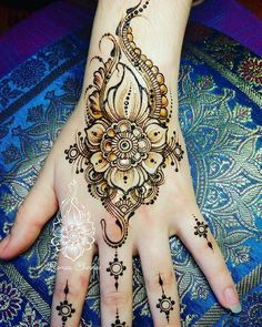 Simple Mehndi Designs 2018 for Hands Latest Henna Designs, Henna Art Designs, Beautiful Henna Designs, Latest Mehndi Designs, Simple Mehndi Designs, Mehandi Designs, Henna Tattoo Hand, Henna Mehndi, Mehendi