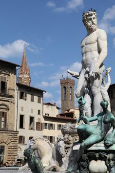 Visit Piazza Della Signoria in Florence, Italy - Travel tips on Florence: http://www.ytravelblog.com/things-to-do-in-florence/