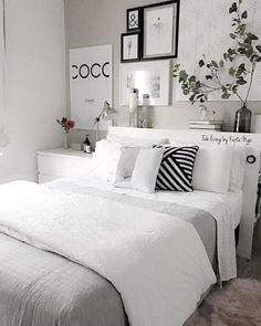 Bedroom decor - So ta aq por causa da cama cottagebedroom Small Room Bedroom, Room Decor Bedroom, Home Bedroom, Bedroom Ideas, Modern Bedroom, Contemporary Bedroom, Master Bedroom, Nursery Ideas, Ikea Bedroom