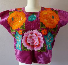 RESERVE Collectors Mexican embroidered Tehuana huipil blouse ROSE Velvet -Classic 3 Large flowers - Frida Style - Medium de LivingTextiles en Etsy https://www.etsy.com/mx/listing/183866621/reserve-collectors-mexican-embroidered