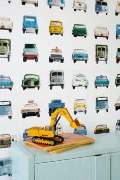 Behang met auto's voor de jongenskamer.