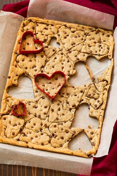 Blondies Recipe (with Chocolate Chips) - Cooking Classy Valentines Baking, Valentines Day Chocolates, Valentine Chocolate, Valentine Treats, Holiday Treats, Valentine Recipes, Valentine Cards, Yummy Treats, Delicious Desserts