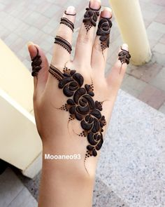 Explore latest Mehndi Designs images in 2019 on Happy Shappy. Mehendi design is also known as the heena design or henna patterns worldwide. We are here with the best mehndi designs images from worldwide. Khafif Mehndi Design, Mehndi Design Pictures, Modern Mehndi Designs, Mehndi Designs For Girls, Wedding Mehndi Designs, Mehndi Designs For Fingers, Beautiful Henna Designs, Latest Mehndi Designs, Mehndi Designs For Hands