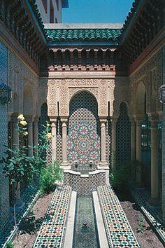 fontaine marocaine de jardin en mosa que de zellige d 39 un. Black Bedroom Furniture Sets. Home Design Ideas