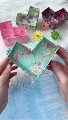 Cool Paper Crafts, Paper Crafts Origami, Diy Crafts Hacks, Diy Crafts For Gifts, Diy Craft Projects, Fun Crafts, Instruções Origami, Heart Origami, Oragami