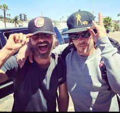 """""""@TWDF5 Andy y Norman en San Diego! #WalkersTWD pic.twitter.com/fw6cvCOS1Q ESSE BROMANCE É MAIS QUE VERDADEIRO <3"""