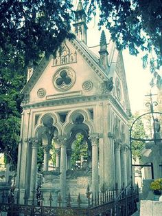 9 Romantic Rituals Around the World: The Tomb of Abelard and Heloise Betrayed Love, Pere Lachaise Cemetery, Tragic Love, Genius Loci, True Romance, Backpacking Europe, Travel Goals, Travel Tips, Sex And Love