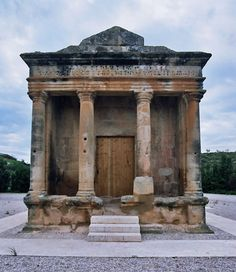 The Roman tomb called mausoleum of Fabara or mausoleum of Lucius Aemilius Lupus is located on the left bank of Matarranya River near the village of Fabara, in the province of Zaragoza. Ancient Rome, Ancient Greece, Cover Photos, Archaeology, Roman, Spain, Georgian, Instagram, School